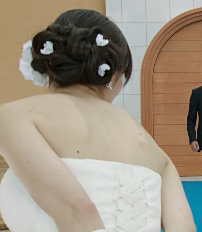 内田理央 セクシードレスキャプ・エロ画像3
