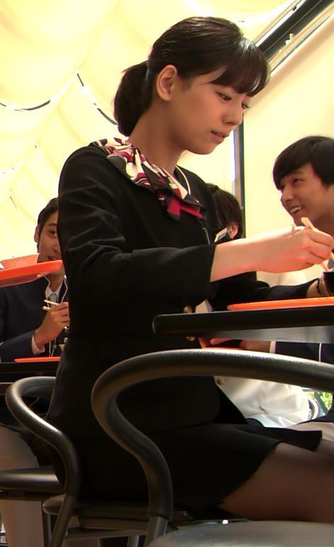 西内まりや ミニスカートキャプ・エロ画像2