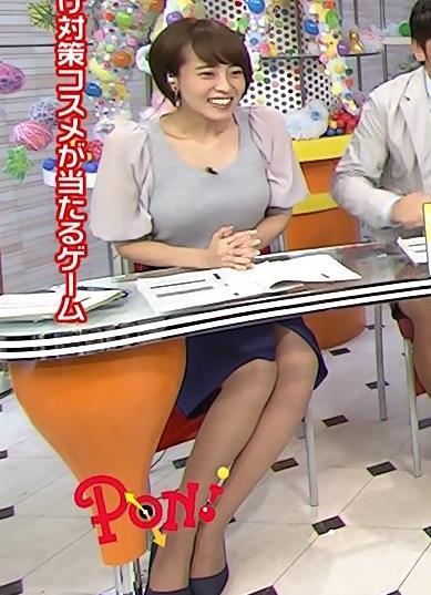 上田まりえ ミニスカのスリットがかなり上まで