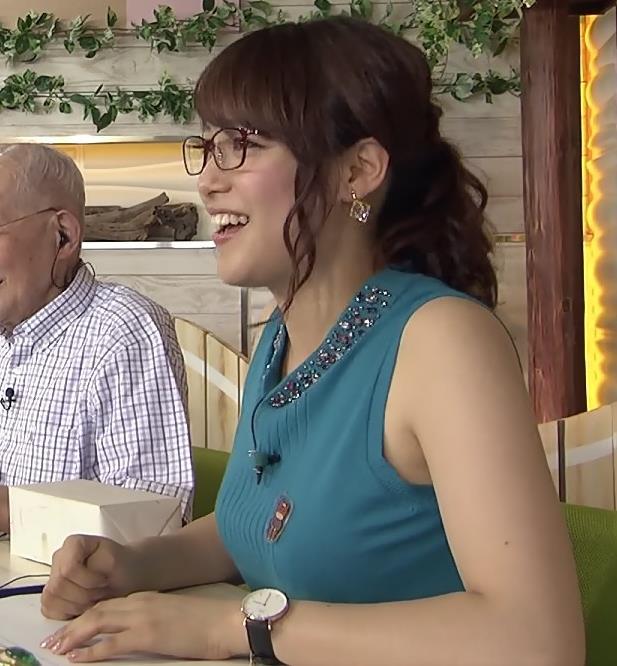 鷲見玲奈 ミニスカートキャプ・エロ画像4