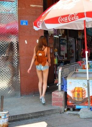 ホットパンツ美女 盗撮画像 8