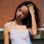 中国美少女の濡れシャツ透け乳首画像