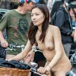 台湾美女が裸で自転車に乗る「World Naked Bike Ride」に全裸で参加していたヌード画像