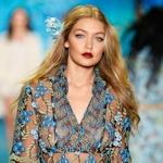 アメリカのモデル Gigi Hadid(ジジ・ハディッド) 乳首スケ画像