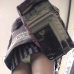 ズボンにカメラを仕込んでスカートの中を盗撮していた男を逮捕