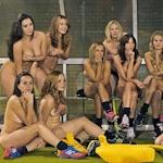イングランドの女子ホッケークラブの選手が資金難のためヌードカレンダー撮影