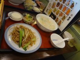 中華屋さんにお昼ごはんを食べに行きました。