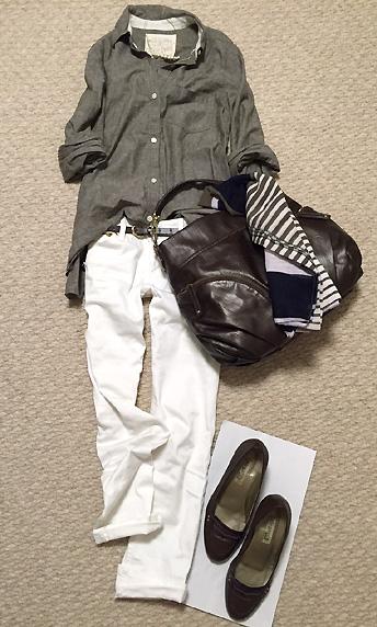 「茶色シャツ×白デニム」でちょっとイイ女風通勤カジュアル