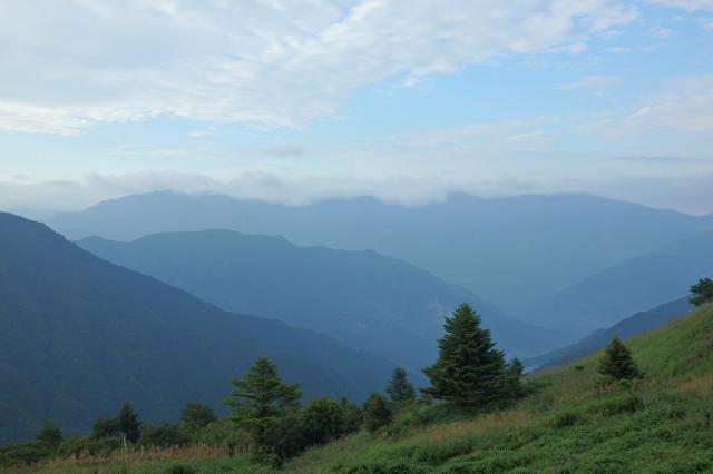 三嶺を眺む