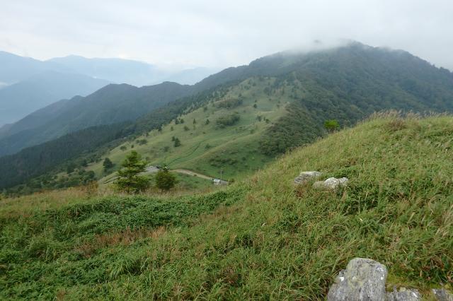 笹山の急坂を駆け足で降りた