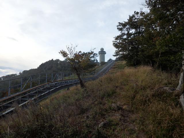 レーダー雨量観測所のネギ坊主が、遠くから高城山を山座同定する決め手