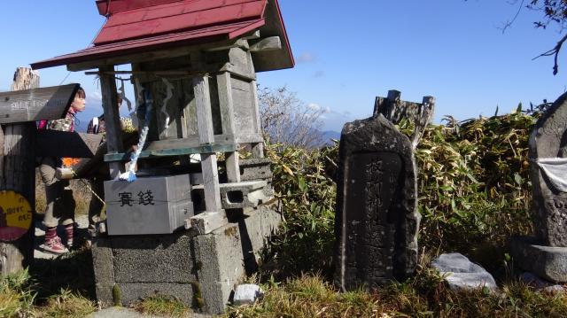 刀掛の松にある枝折神社