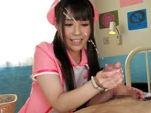 入院患者をヌルヌル手コキでスゴイ射精させる痴女っ娘ナース!佳苗るか