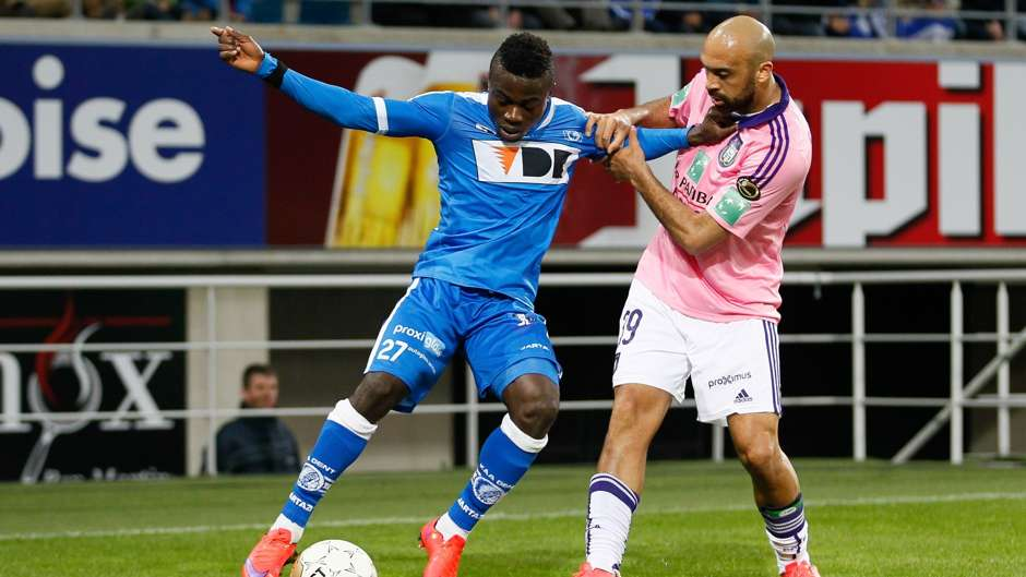 moses-simon-of-gent-and-anthony-vanden-borre-of-anderlecht_1hesm4qhqka7h1nbffpftunw0z.jpg
