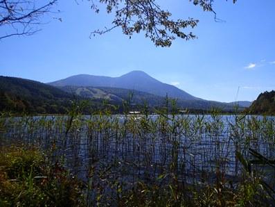 女神湖と蓼科山