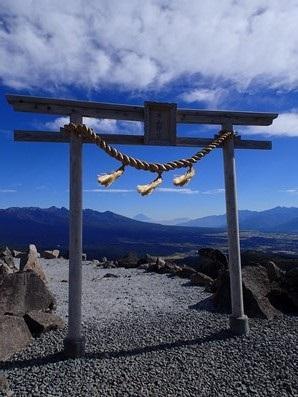 車山山頂の鳥居から富士山