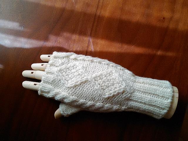 handw_white013-r.jpg