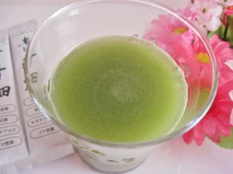 美容、健康成分が摂れて!サッと溶けてスッキリ美味しく飲める究極の青汁【青汁畑】お試し980円!