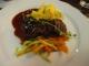 固いステーキ肉のランチ