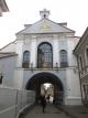 夜明けの門の内側は小礼拝堂