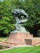 ネコヤナギを抱えたショパン像