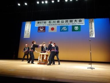 迫力ある唐戸山神事太鼓の演奏