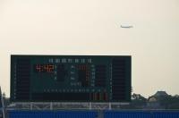 桃園空港へ降下する飛行機150919