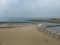 砂浜と海水プール150818