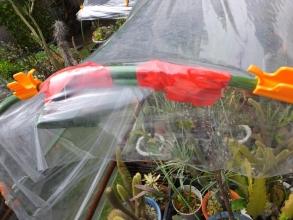 簡易ビニール温室~アーチフレームの補修折れた者同士を継ぎ足して連結2015.10.02