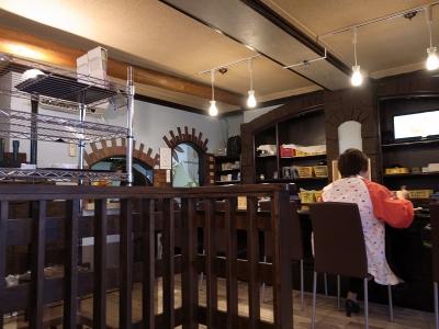 151001_01餃子店内