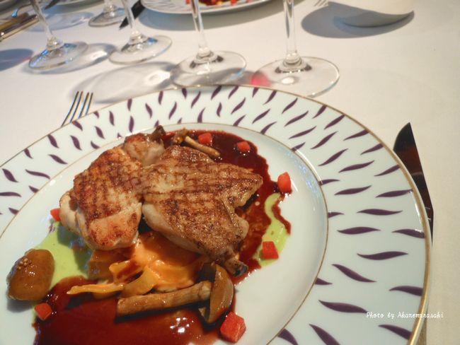 プーサン〈雛鳥)のコック オー ヴァン エスカルゴバターと赤ワインソース