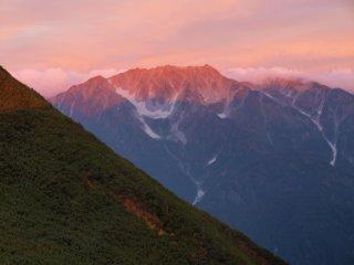 s02朝焼けに染まる山2