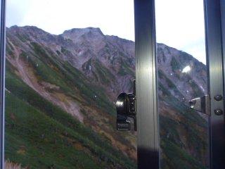 sトイレの窓から五竜岳