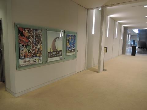 県議会議事堂に石岡のおまつりポスターを貼ってもらいました。①