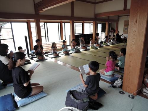 500寺子屋体験 坐禅体験2015002