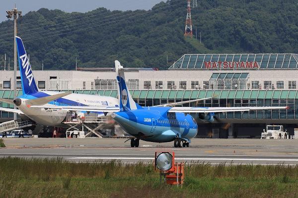 AMX ATR-42-600 JA01AM RJOM 150922 03