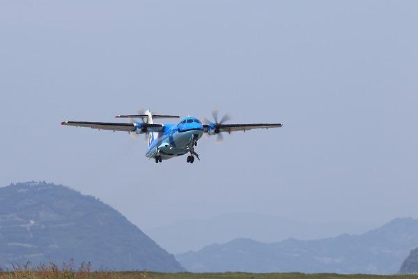 AMX ATR-42-600 JA01AM RJOM 150922 05