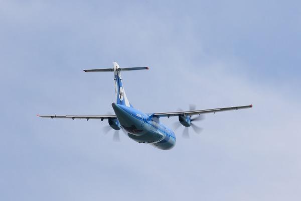 AMX ATR-42-600 JA01AM RJOM 150922 08
