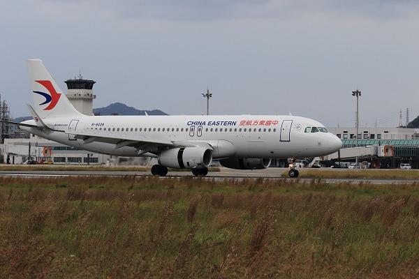 MU A320232 B-8228 RJOM 151012 02