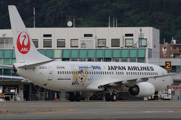 JL B737-846 JA327J RJOM 151012 04