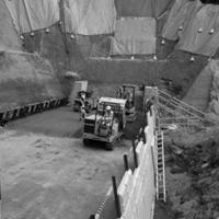 工事現場の不整地運搬車