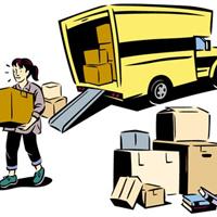 荷物をトラックから運ぶ