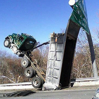 台車が引っ掛かったトラック