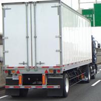 反射板が付いたトラック