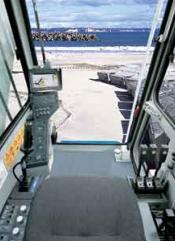 クローラクレーン2000-2操作性+居住性画像