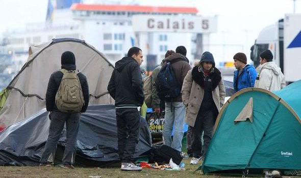 migrants-447735.jpg
