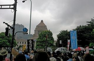 2015830国会包囲1