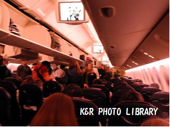 3月22日福岡空港JAL機内1