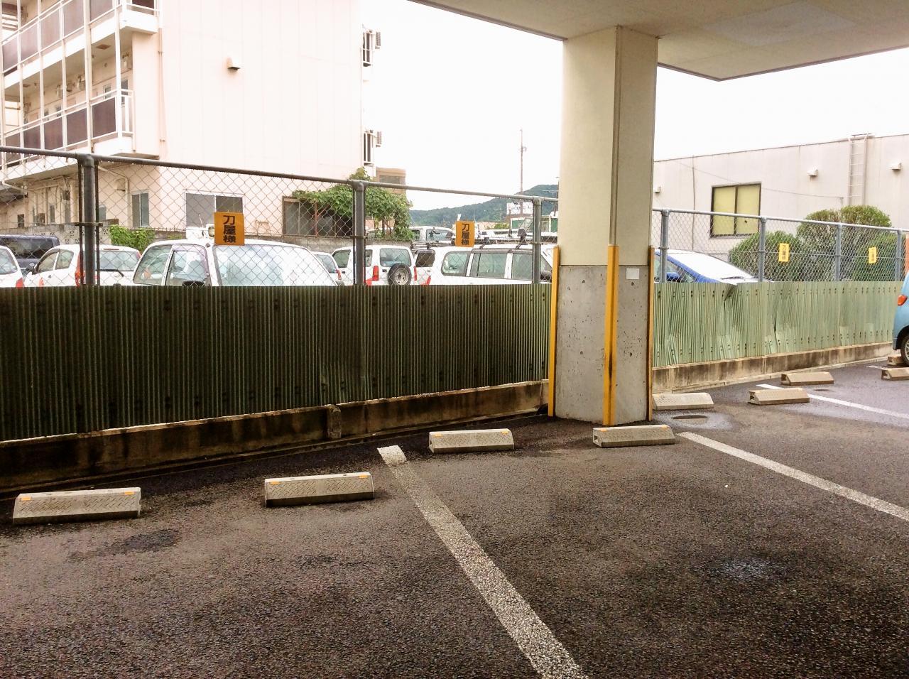 刀屋(駐車場)