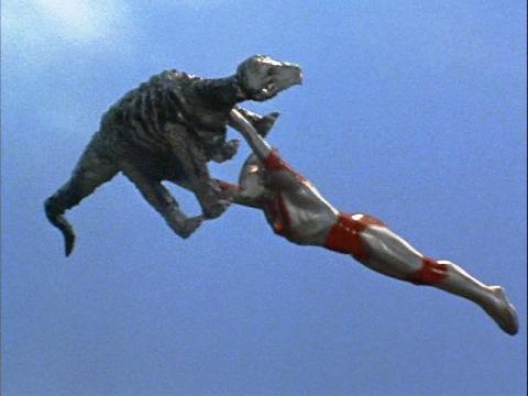 ステゴンはウルトラマンジャックに、宇宙に運ばれた